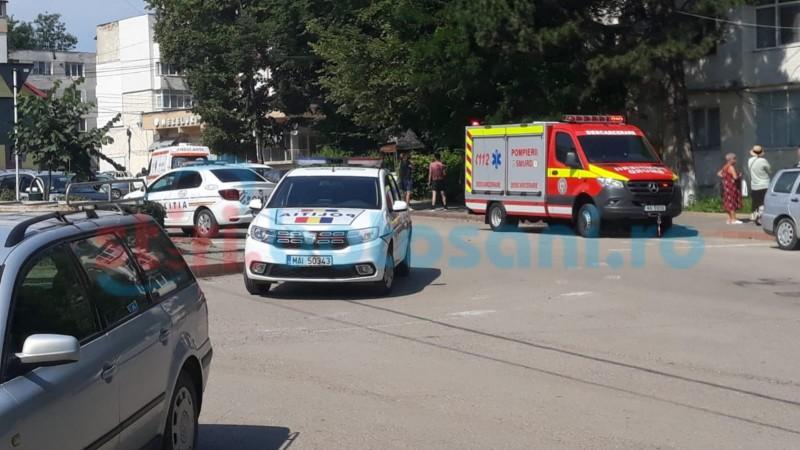 ACUM: Desfășurare de forțe în municipiul Botoșani, după un apel la 112. Femeie găsită fără suflare în apartament