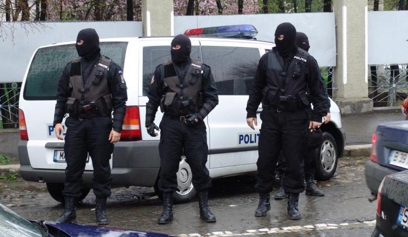 ACUM: DIICOT și Serviciul de Operațiuni Speciale saltă traficanți botoșăneni, parte dintr-un grup infracțional organizat