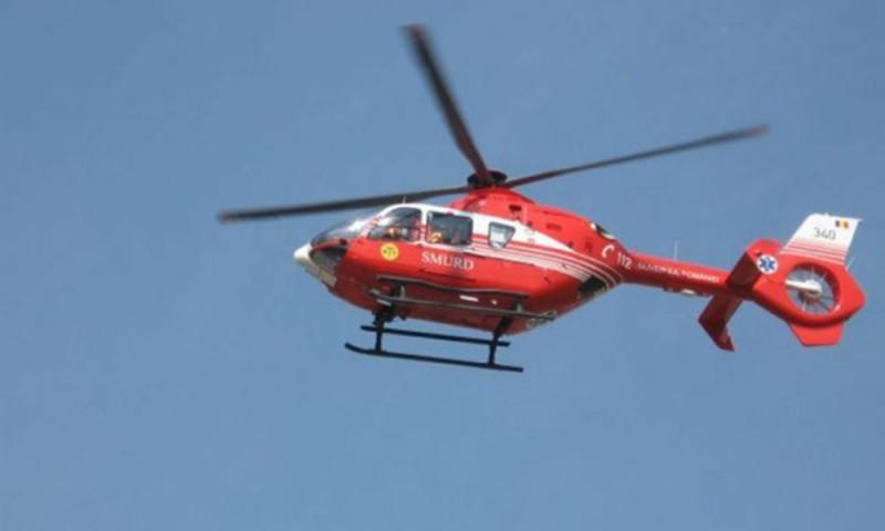ACUM: Elicopterul SMURD preia o femeie care a suferit un atac vascular cerebral