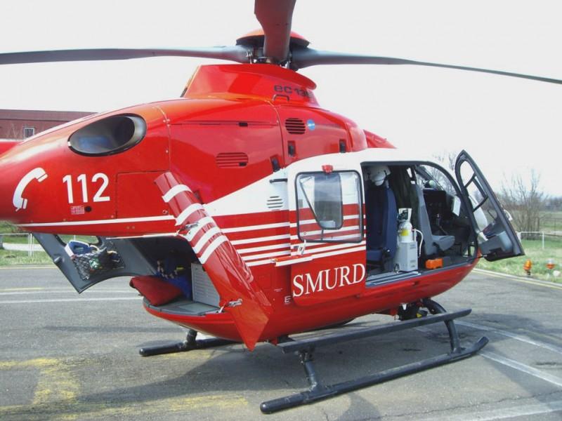 ACUM: Un elicopter SMURD preia o femeie care a suferit un infarct