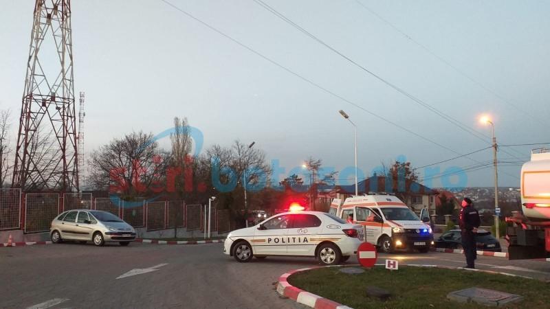 ACUM: Un tânăr a urcat pe un stâlp de înaltă tensiune și amenință că se aruncă, în municipiul Botoșani (FOTO-VIDEO)