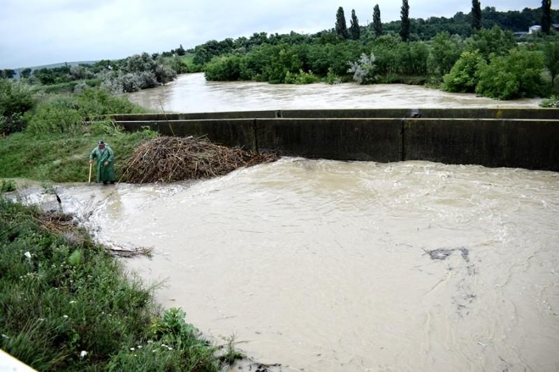 Administraţia Bazinală de Apă Prut-Bârlad monitorizează şi intervine pe cursurile de apă din spaţiul hidrografic Prut-Bârlad