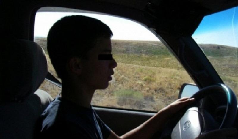 Adolescent- pericol public: Surprins de poliţişti băut şi la volan!