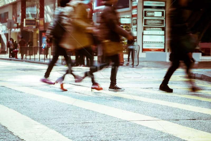 Adolescentă agresată pe stradă de un necunoscut, în timp ce mergea spre liceu