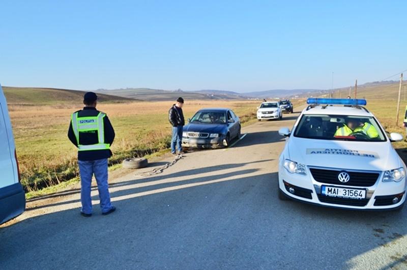Adolescentă prinsă în timp ce lua lecții de șofat, pe un drum din județul Botoșani!