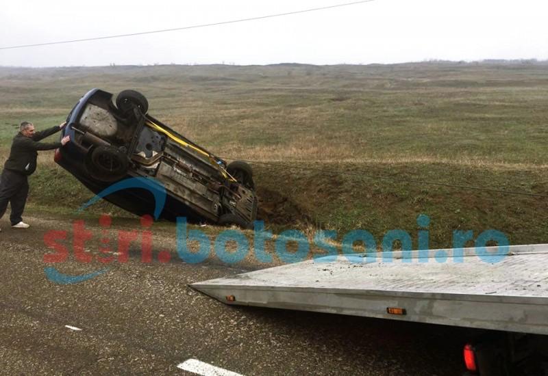 Adolescentă rănită după ce maşina în care se afla s-a răsturnat!