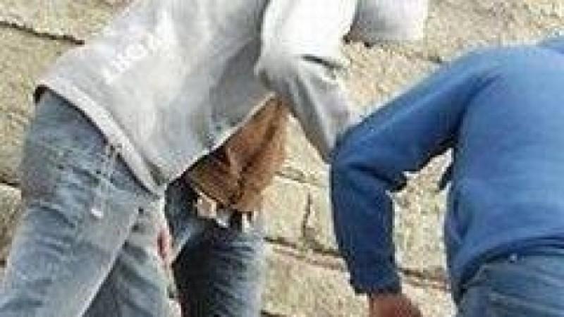 Adolescenți cercetați penal: Au snopit în bătaie un bărbat de 43 de ani!