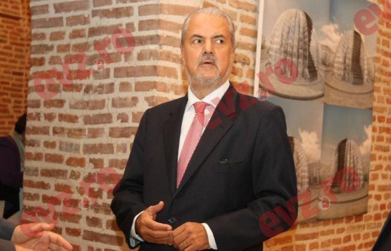 """Adrian Năstase taxează dur PSD-ul. """"Dacă PSD va pune un candidat fără șansă, e clar o înțelegere între Iohannis și PSD!"""""""