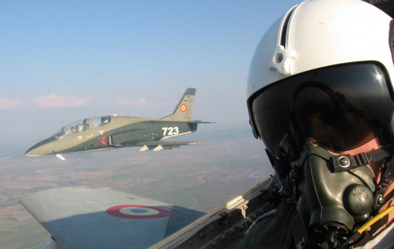 Aeronavele de tip IAR-99 ŞOIM şi IAR-330 SOCAT care marchează Centenarul Aviațiunii din Moldova se îndreaptă spre Botoșani dar ajung la Suceava