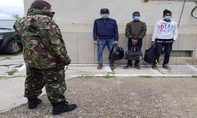 Africani arestați de polițiștii de frontieră din Dorohoi, focuri de armă pentru capturarea lor