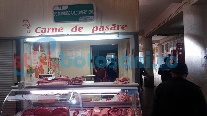 Agitaţie în Piaţa Centrală! Comercianţi controlaţi de poliţişti şi inspectori de la Protecţia Consumatorului! FOTO