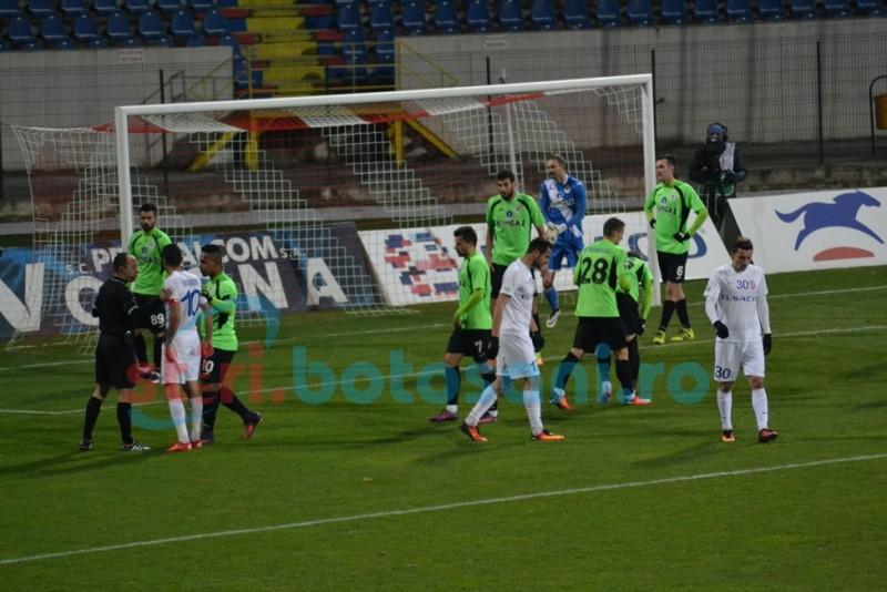 Agitaţie inutilă, ocazii ratate, dar un punct băgat în cont! FC Botoşani- Gaz Metan Mediaş 0-0 GALERIE FOTO