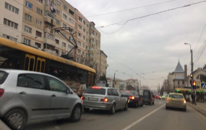 Aglomeraţie şi nervi în trafic în perioada sărbătorilor-FOTO