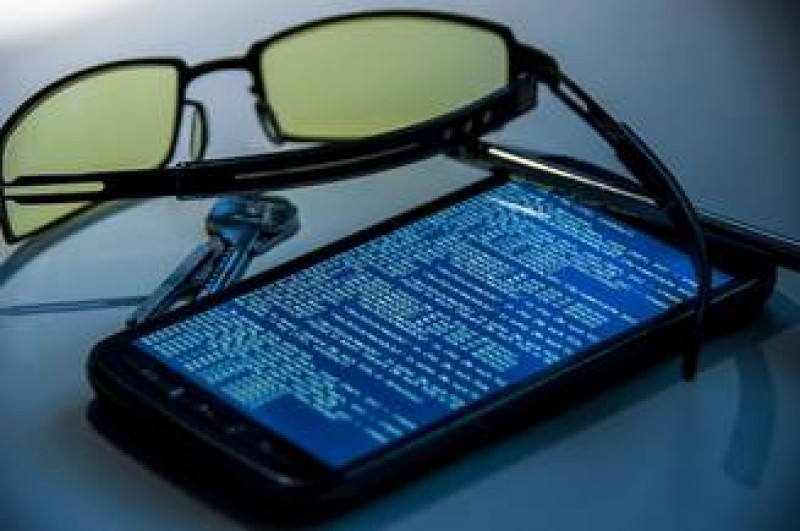 Ai grija cand iti incarci telefonul in locuri publice: iti pot fi furate date importante
