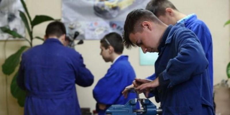 AJOFM Botoșani: Subvenții în cuantum de 2.250 lei lunar pentru angajatorii care încheie contracte de ucenicie!