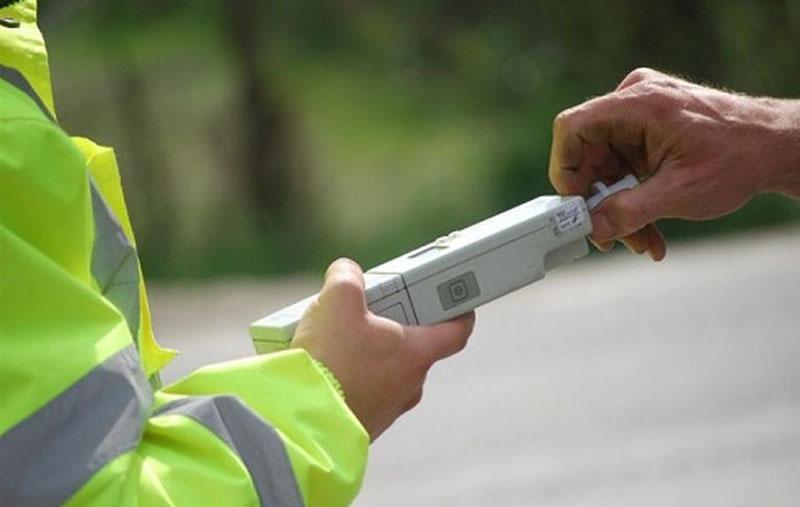 Albești: Tânăr de 27 de ani, prins în trafic beat la volan și fără permis de conducere