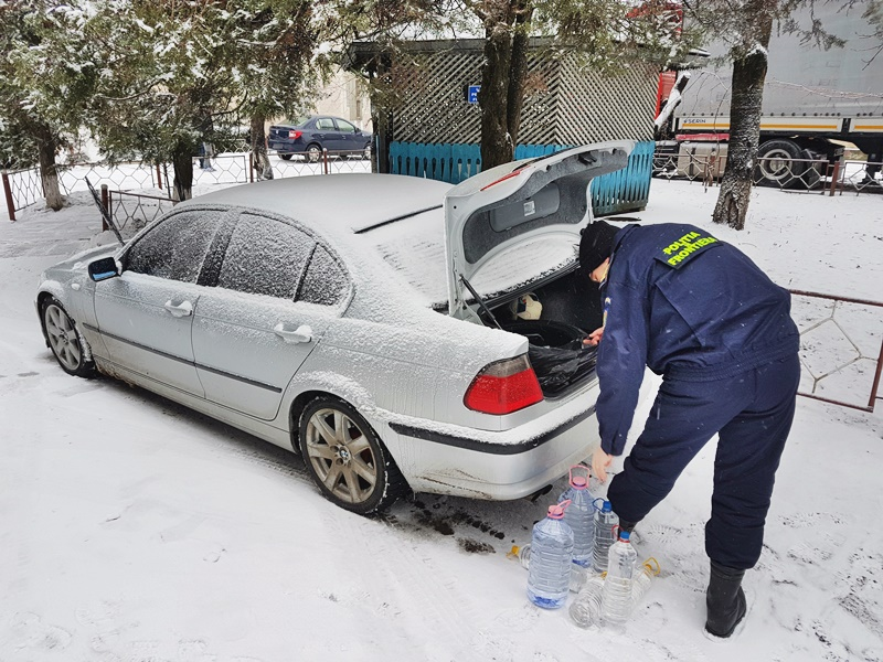 Alcool fără documente legale, confiscat la frontieră! FOTO