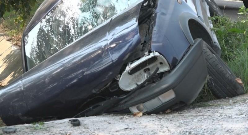 Alcoolul i-a scurtat plimbarea: Mașina s-a oprit într-un cap de pod!
