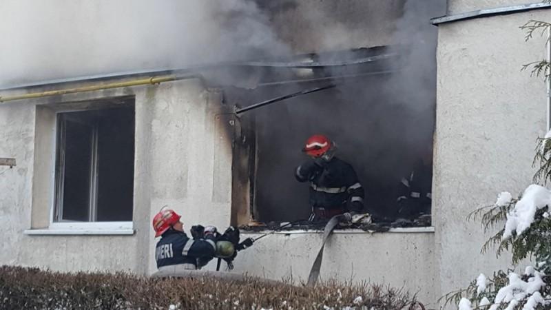"""Situaţia din apartamentul de pe Aleea Nouă, afectat de un incendiu, este """"puţin mai gravă""""!"""