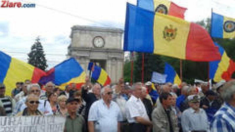 Alegeri prezidentiale peste Prut: Studentii din Romania pot merge cu trenul acasa gratuit