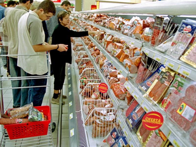 Alertă alimentară. Produse infectate cu Listeria, vândute într-un supermarket cunoscut, RETRASE de la raft!