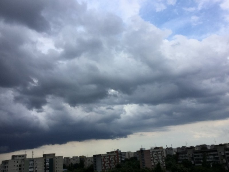 ALERTĂ METEO: Județul Botoșani, sub avertizare COD GALBEN de ploi și vijelii!