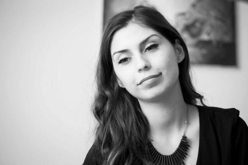 """Alexandra Acalfoae: """"Sunt convinsă că al meu copil, dacă va alege să trăiască în România, va trăi într-o țară așa cum trebuie!"""""""