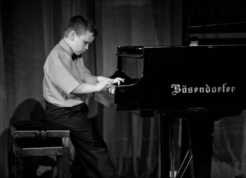 ALEXANDRU BREŞUG: Degetele pianistului pe tabla de sah! - VIDEO