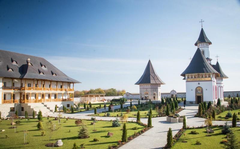 Altarul de vară (Agheasmatarul) al Mănăstirii Zosin va fi sfințit în data de 16 august