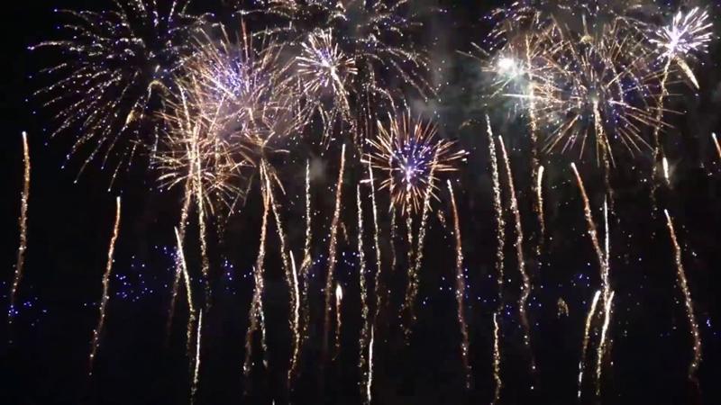 Am intrat în noul an. Trecerea în 2021 la Botoșani, și în lume, sărbătorită cu petarde și pocnitori din balcoane
