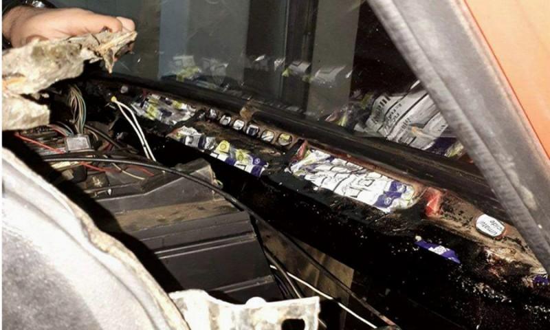Amendat şi lăsat fără ţigările de contrabandă- asta a păţit un tânăr la Punctul de Trecere a Frontierei Stânca FOTO