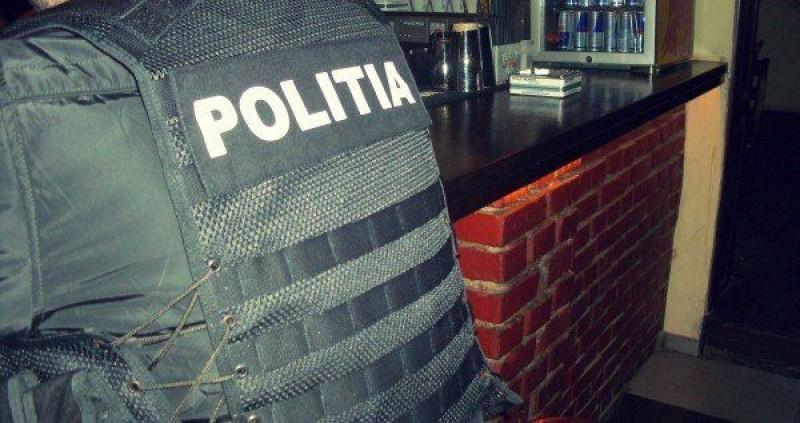 Amenzi şi dosare penale după o razie a poliţiştilor la Vârfu Câmpului