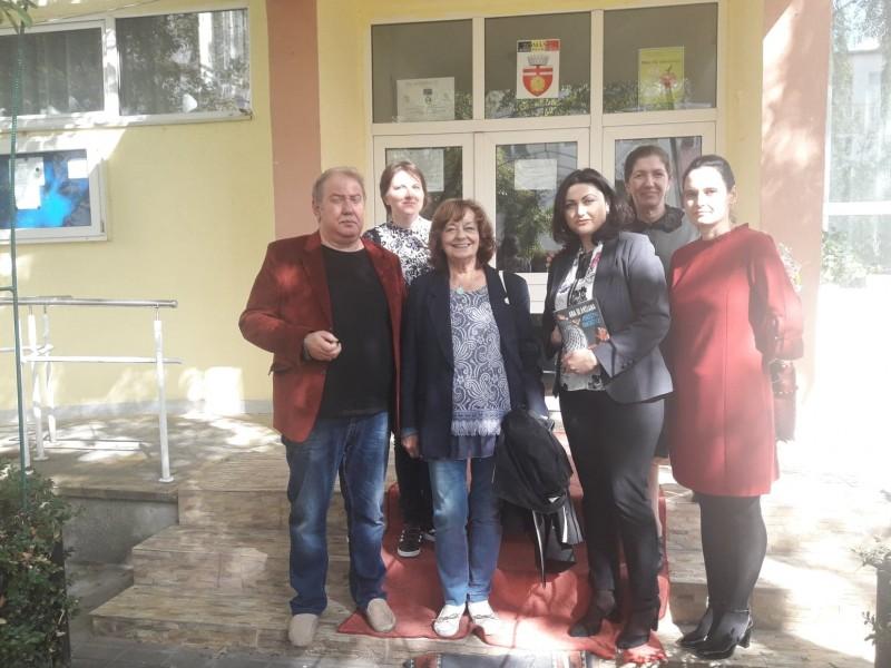 """Ana Blandiana în vizită la Şcoala """"Ştefan cel Mare"""" din Botoşani - FOTO"""