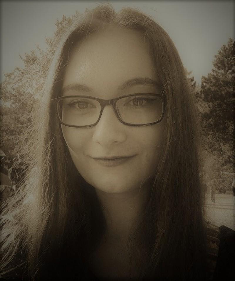 """ANA MARIA GÎBU: """"Îmi place să cred că am intrat în lumea scrisului legată la ochi"""""""