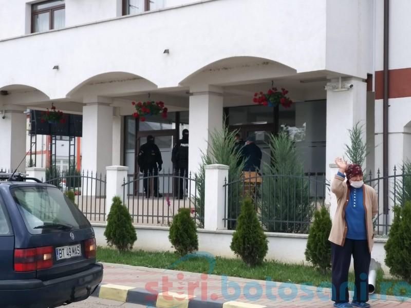 """Anchetă pentru """"deturnare a licitațiilor publice"""" la Primăria din Ștefănești"""