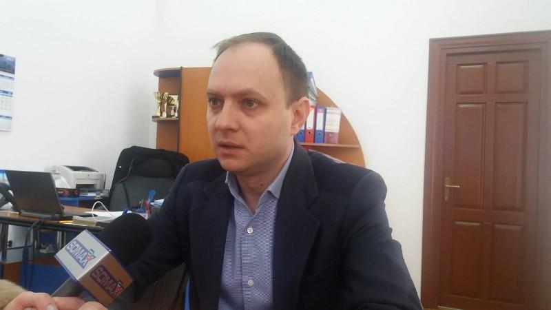 Viceprimarul Cosmin Andrei, dispus să își asume o decizie privind majorările salariale din cadrul instituției