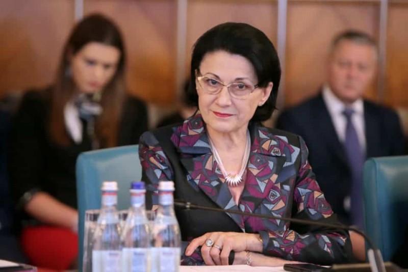 Andronescu: Din 10 în 10 ani, toți profesorii vor fi evaluați!