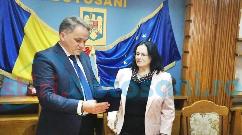 Angajată de la Serviciul de Permise Botoșani, premiată pentru corectitudine - FOTO