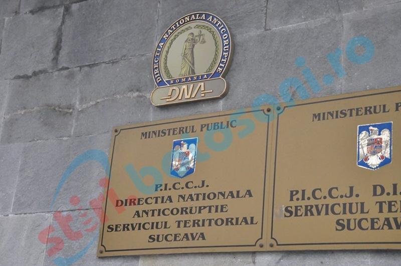 Angajaţi dintr-o primărie, cercetaţi de anchetatorii anticorupţie. Numele unui parlamentar de Botoşani apare în anchetă!
