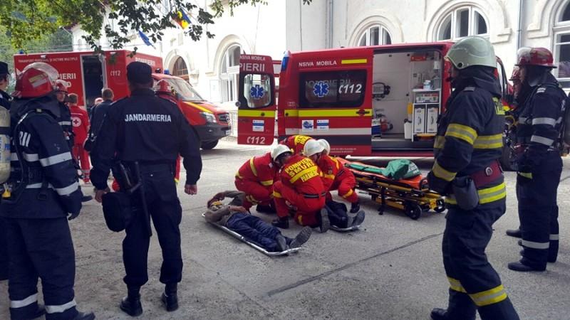 Angajații Judecătoriei Botoșani au fost evacuați din clădire! Pompierii au intervenit cu mai multe autospeciale! FOTO, VIDEO
