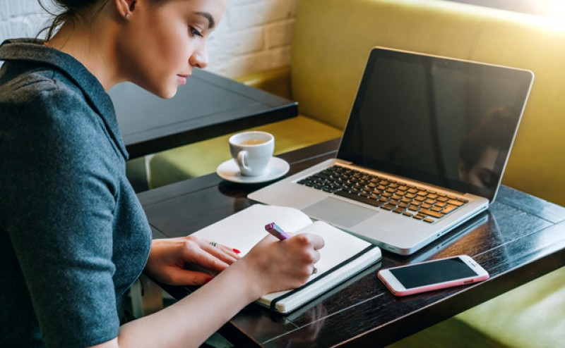 Angajații pot fi trecuți la telemuncă de companii fără să mai fie consultați