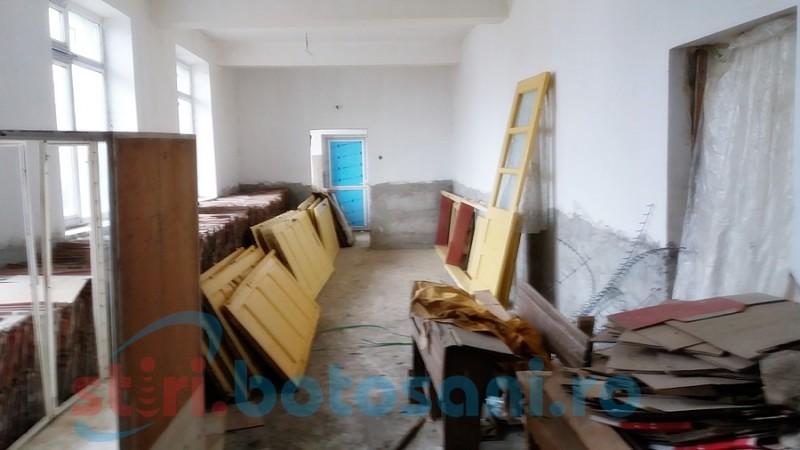 Anii trec, zidurile se strică! Școală pentru sute de copii, neterminată nici după 10 ani! FOTO, VIDEO