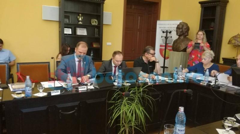 Schimb de replici între viceprimarul Andrei și primarul Flutur privitor la cartierul ANL de pe terenurile armatei!