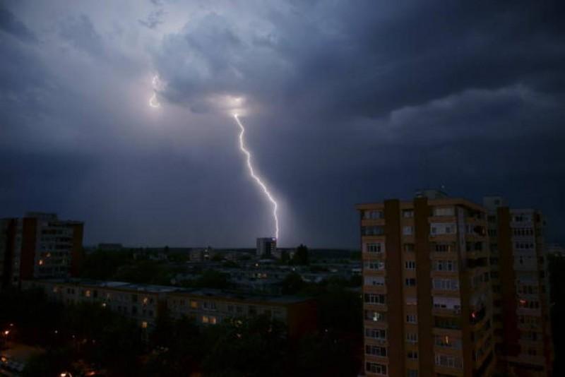 ANM: Cod portocaliu de furtună în Botoșani, până în această seară