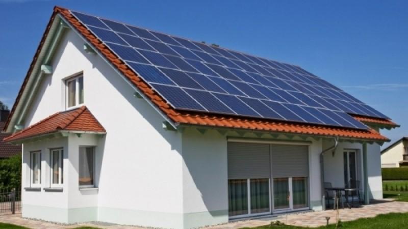 ANRE a publicat Ordinul prin care românii cu fotovoltaice acasă pot vinde energia în reţea. Ce trebuie să ştii