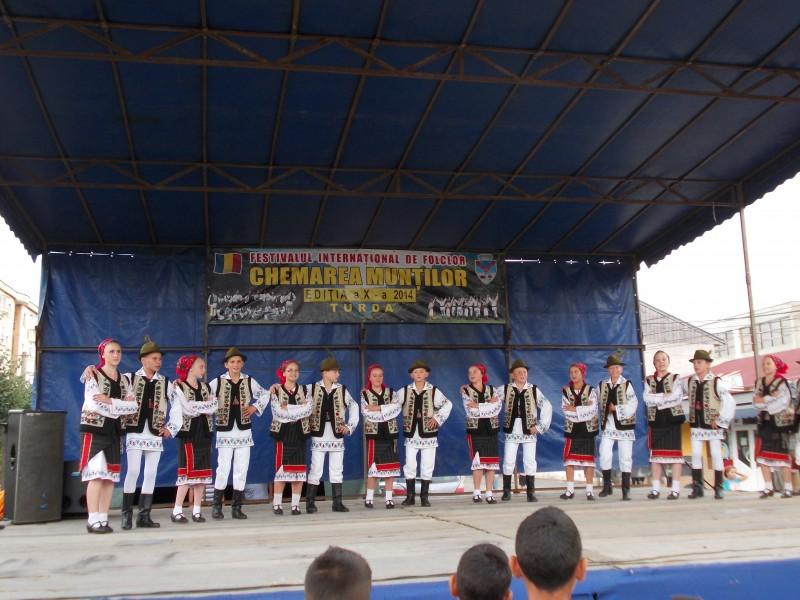 """Ansamblul Folcloric """"Comorile Luncii"""", la Festivalul Internaţional de Folclor """"Chemarea Munţilor"""" de la Turda"""