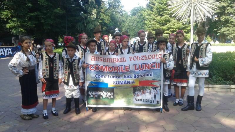 """Ansamblul Folcloric """"Comorile Luncii"""", prezent pe scena Festivalului Internaţional de Folclor """"Peştişorul de Aur""""! FOTO"""
