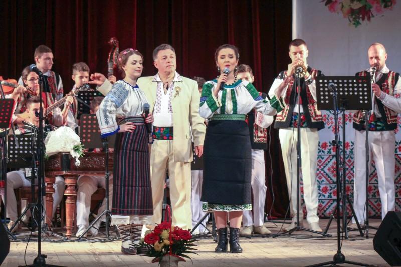 """Ansamblul folcloric """"Mugurelul-Margineanca"""", spectacol de zile mari la Cernauti! FOTO"""
