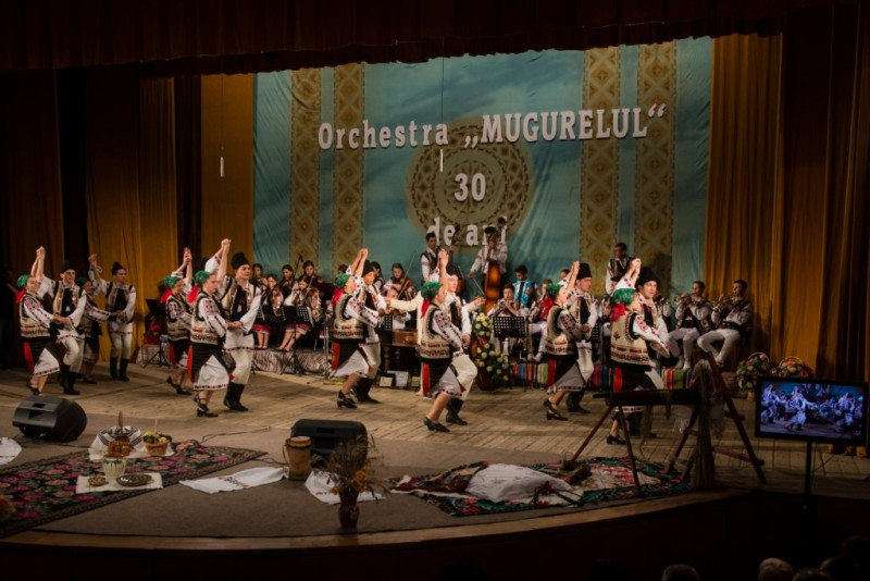 """Ansamblul """"Mugurelul-Mărgineanca"""" va reprezenta România la manifestările prilejuite de Ziua Europei, în Marea Britanie"""