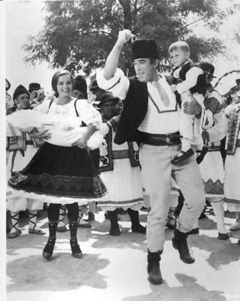 "Anthony Quinn, de la dansul lui Zorba Grecul la sârba românească din ""Ora 25""! , FOTO, VIDEO"